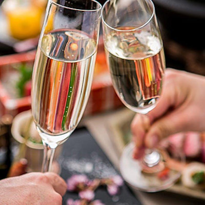 【プレミアムアニバーサリー】ラベル入ボトルワイン×デザート 全9品+乾杯酒(お祝い・プロポーズ)