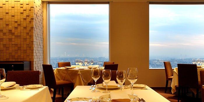 記念日におすすめのレストラン・ミクニ ヨコハマの写真1
