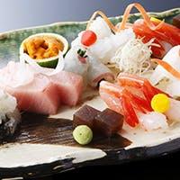 旬の野菜や海鮮等を使って、料理や器から季節を感じられるメニューを提供しています