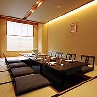旬の食材にこだわったお料理の数々と、多彩な用途でご利用いただける個室