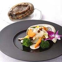 旬の食材とこだわりの調味料を使ったお料理をご提供いたします