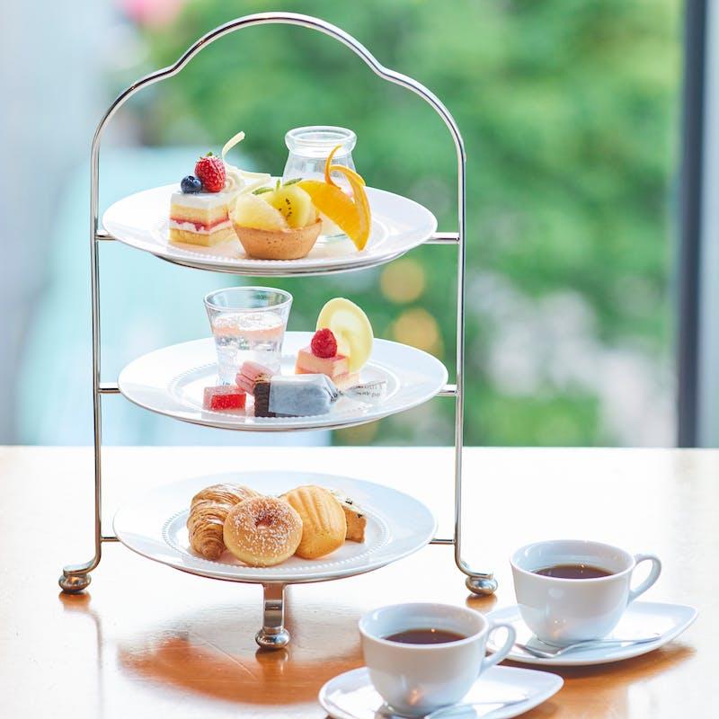 【アフタヌーンティーセット】豪華なデザートの盛合せ+120分コーヒー・紅茶飲み放題
