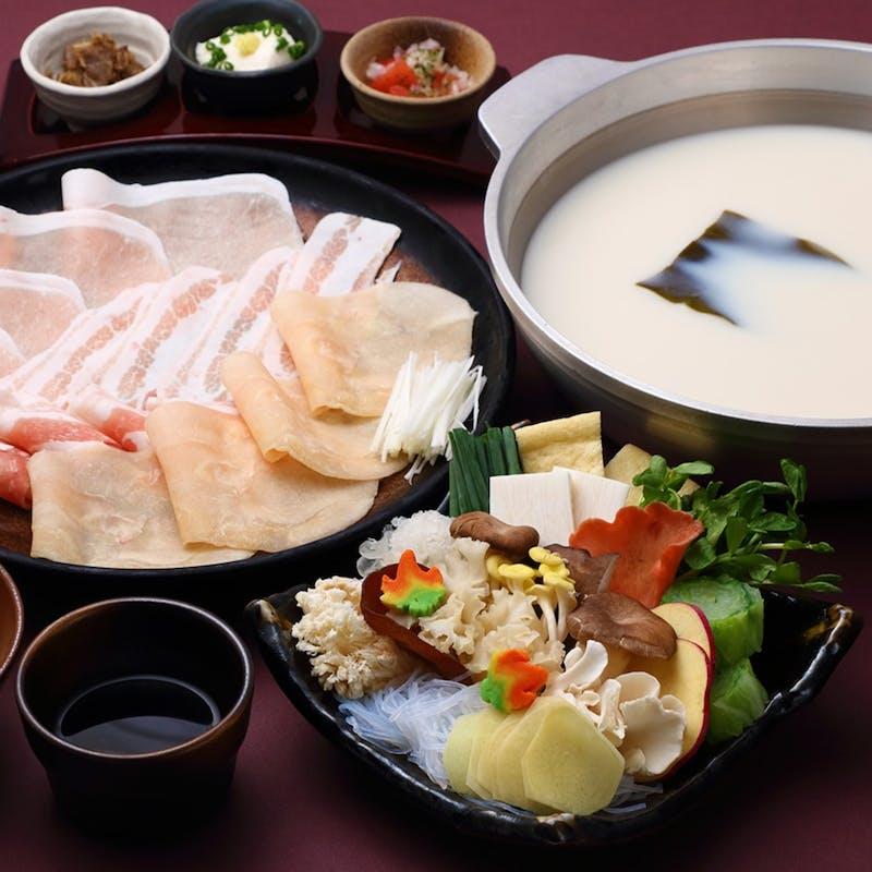 【 秋しゃぶ 】芳醇なクリーミー豆乳出汁で味わう コラーゲン(杜仲高麗)豚、鶏の秋しゃぶコース+早割り