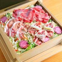 旬の季節野菜9種類と和牛・豚・鴨などの多様なお肉を使ったヘルシーなせいろ蒸しを