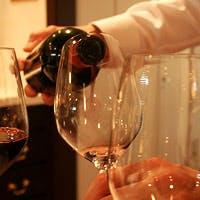 ソムリエがセレクトし、豊富に取り揃えたフランスワインがカーヴに大充実!