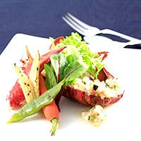 旬の食材の風味を生かす最高の料理、こだわりのグラスやカトラリー