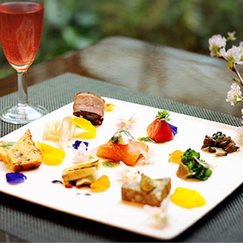 【レディースランチ】前菜9種盛合せ、メイン選べるランチセット、デザートなど+1ドリンク