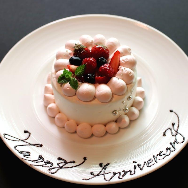 【アニバーサリーランチ】魚&肉料理、デザートなど全5品+ホールケーキ+1ドリンク