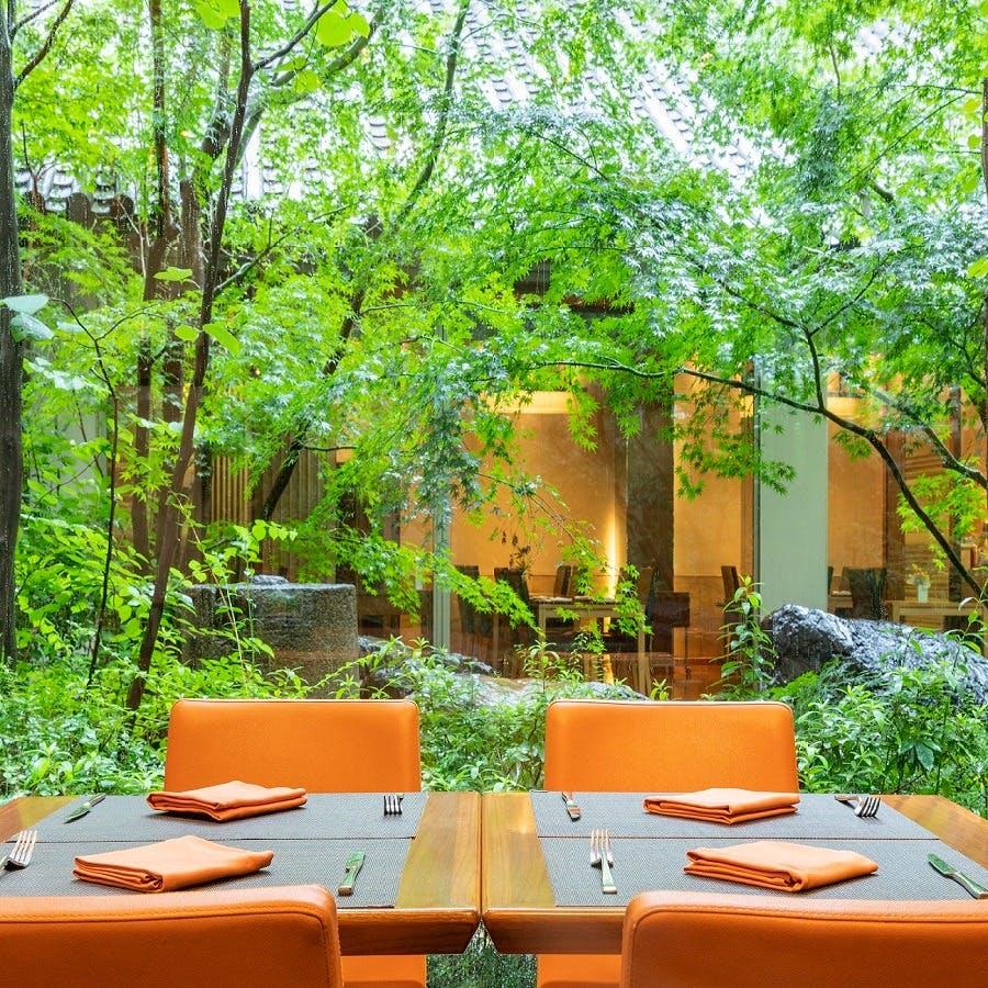 緑あふれる開放的な大人の空間