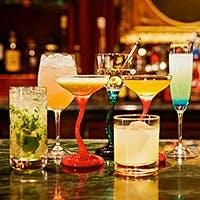 個性溢れるお料理とお酒が楽しめるシックな大人の空間