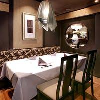 華やかで、かつ気品あふれるインテリアと多彩なお料理は、女性のお客様にも大好評