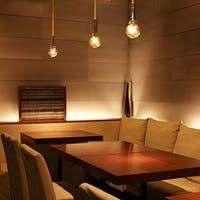 モダンな空間で思いのままに楽しめるラウンジスタイルの鉄板焼きをご提供します