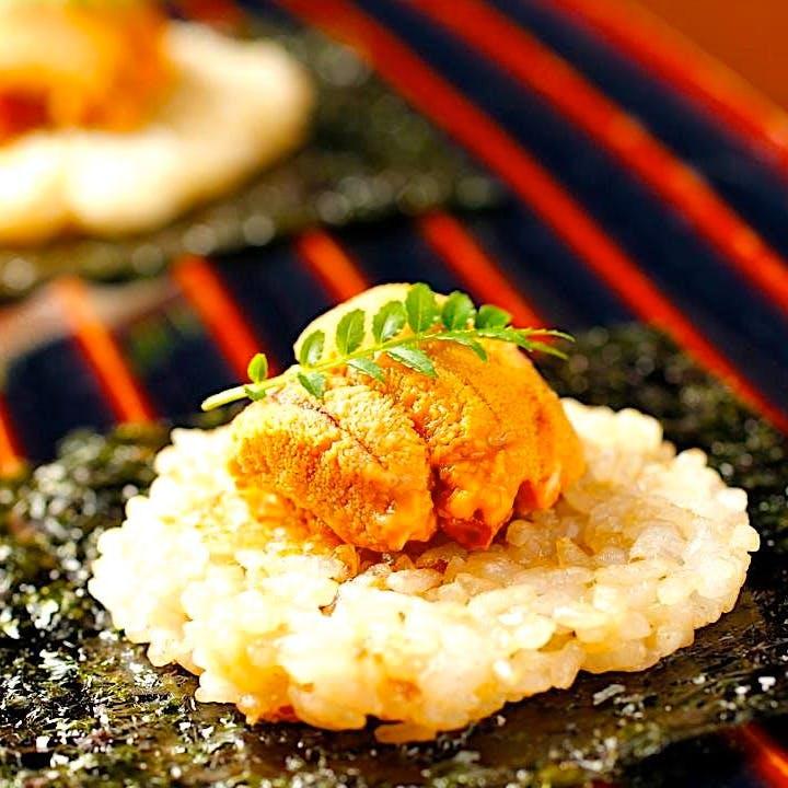 食材の吟味をするために全国各地へ。こだわりは塩、醤油、味噌まで・・・