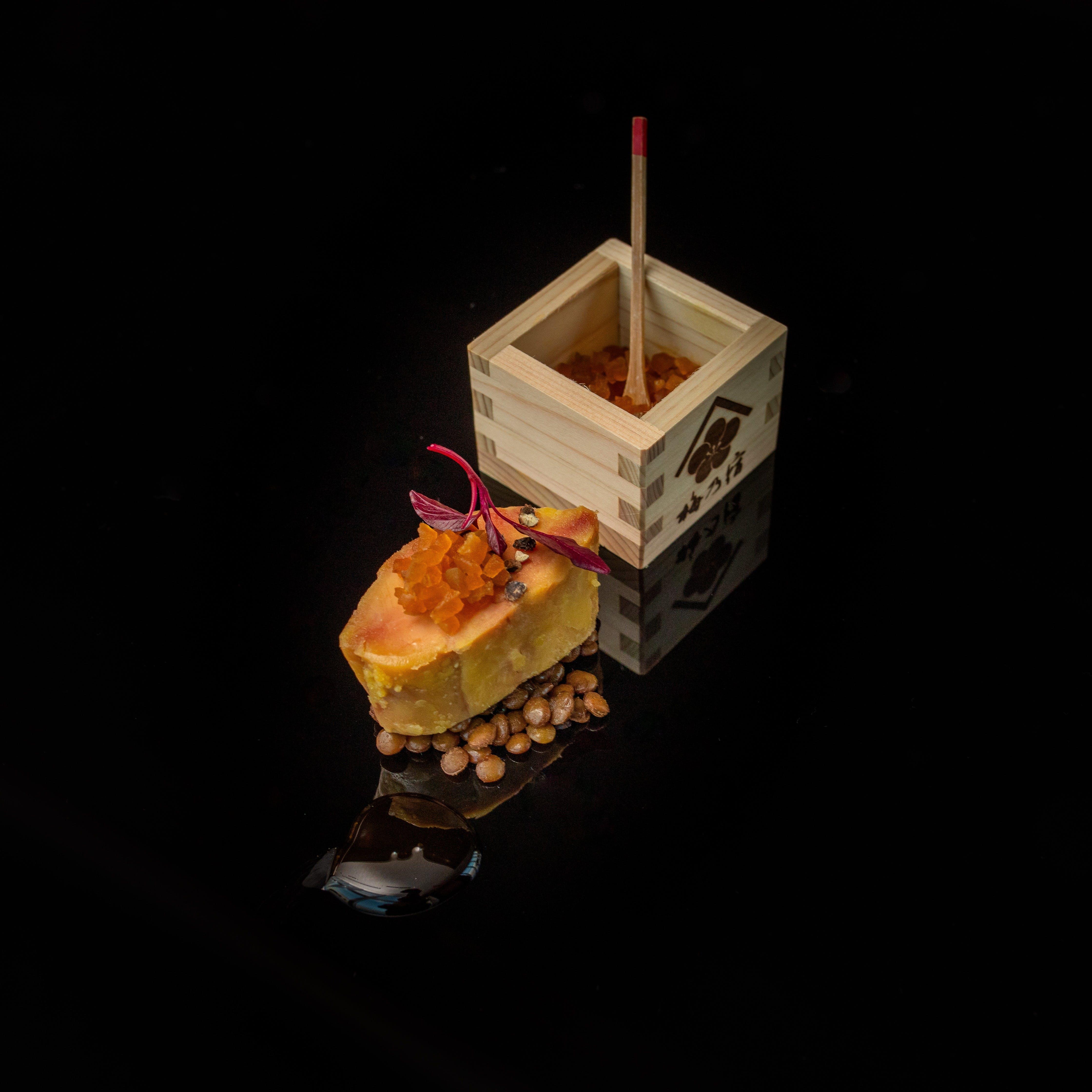 新スペシャリテ 梅乃宿酒造の酒粕漬けフォアグラの逸品 奈良漬けを添えてにグレードアップ