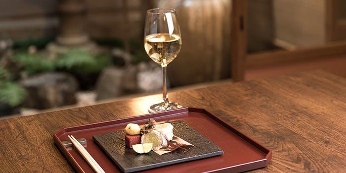 旬の味わいとワインで粋な味わい「祇園東山 つじ華」