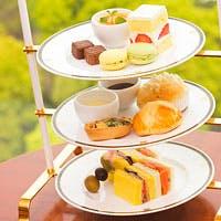 昼下がりには、本格英国式アフタヌーンティーをお楽しみください