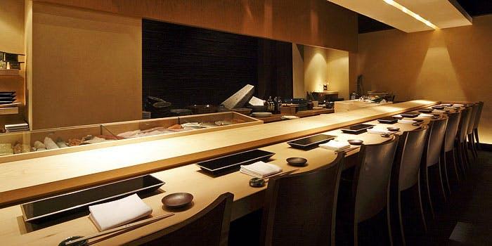 記念日におすすめのレストラン・atelier 森本 XEX/寿司の写真1