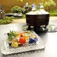 四季折々、厳選された旬の素材を用い、四季の彩りを映した本格懐石料理