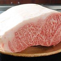"""最高級""""特選黒毛和牛""""に季節を伝える旬の食材 最高級の肉は""""シャキっと立つ"""""""