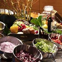 通称「アクアマルシェ」まるで外国の市場でお買い物するようにチョイスする野菜たちにワクワクすること間違いなし。
