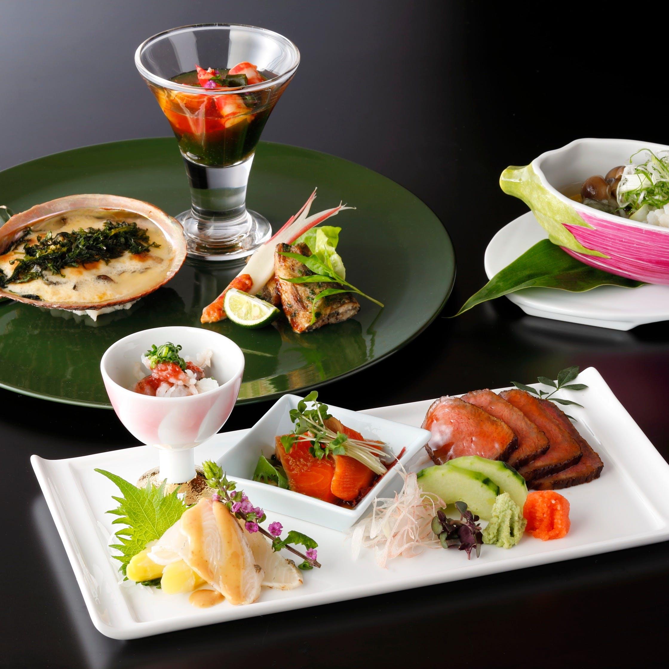 厳選素材を用いた、季節毎に旬の食材をお楽しみいただける日本料理