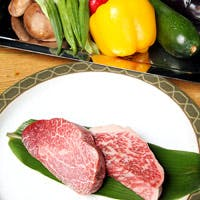 旬の京野菜や厳選A5ランクの国産黒毛和牛を、厚さ6cmの鉄板で