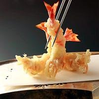 揚げたての天ぷらとお酒に合う一品料理が自慢