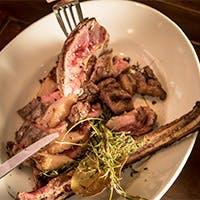 フィレンツェ名物ビステッカはもちろん、イタリア各地の肉料理を豊富に取り揃えて。