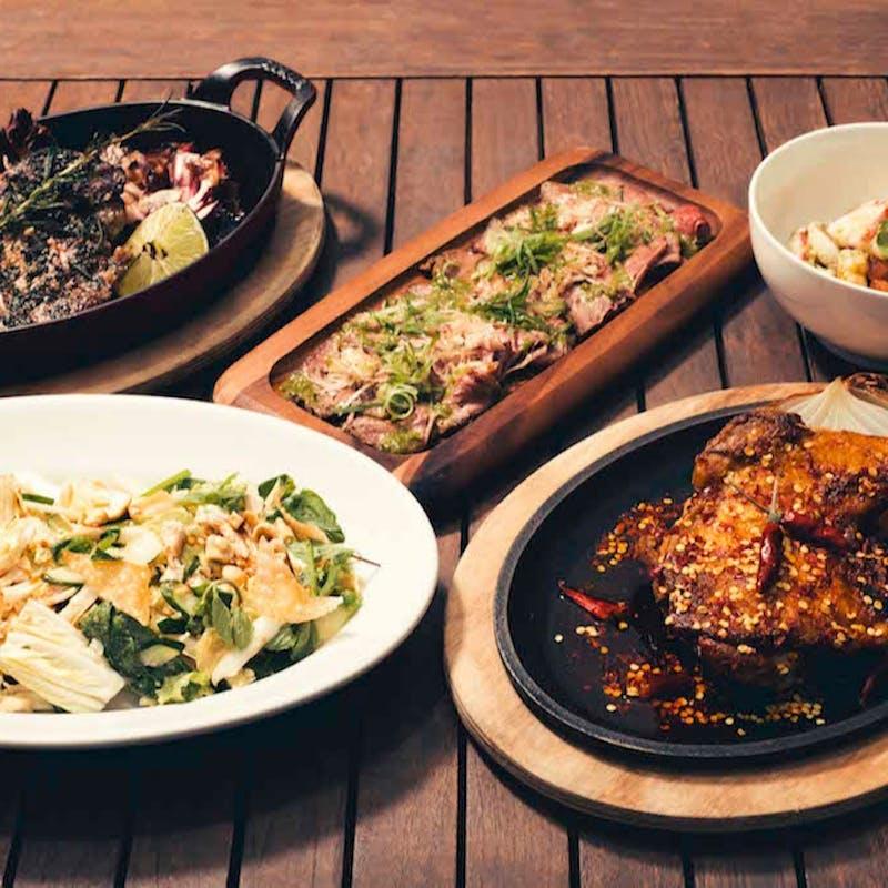 【THE ROOF 】大人気!フォアグラ寿司を含む全8品