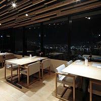 稲佐山の中腹、長崎の夜景と長崎港を一望できる絶景