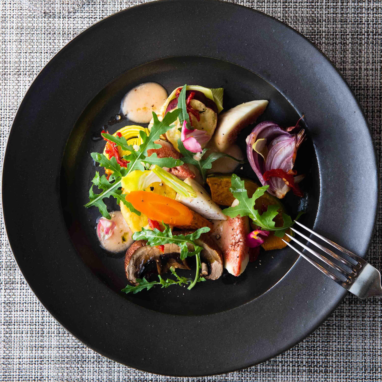 箱根の四季の食材を使用した洋食メニューをどうぞ