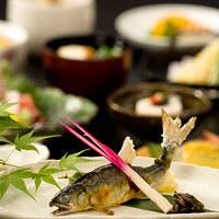 自然のもたらす雄大な風景を背に、京料理に舌づつみ頂、ステキな一時をお楽しみ下さい