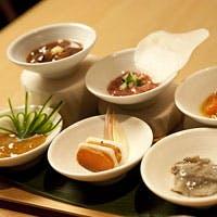 名物 豆皿八寸と新鮮な鮮魚