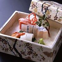 季節のうつろいを感じるお献立、旬を味わう鍋料理もご用意