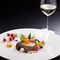 料理は、おもてなしの心を表現し、お客さまを幸せにする