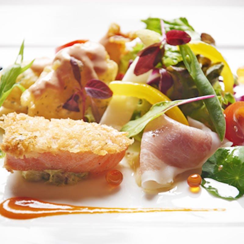 【セレブリティランチ】アミューズ、オードブル、選べるスープと魚&肉料理、ワゴンデザート7種など全6品