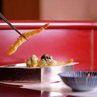 会食、接待ができるテーブル個室、掘りごたつの個室、天麩羅カウンターあり