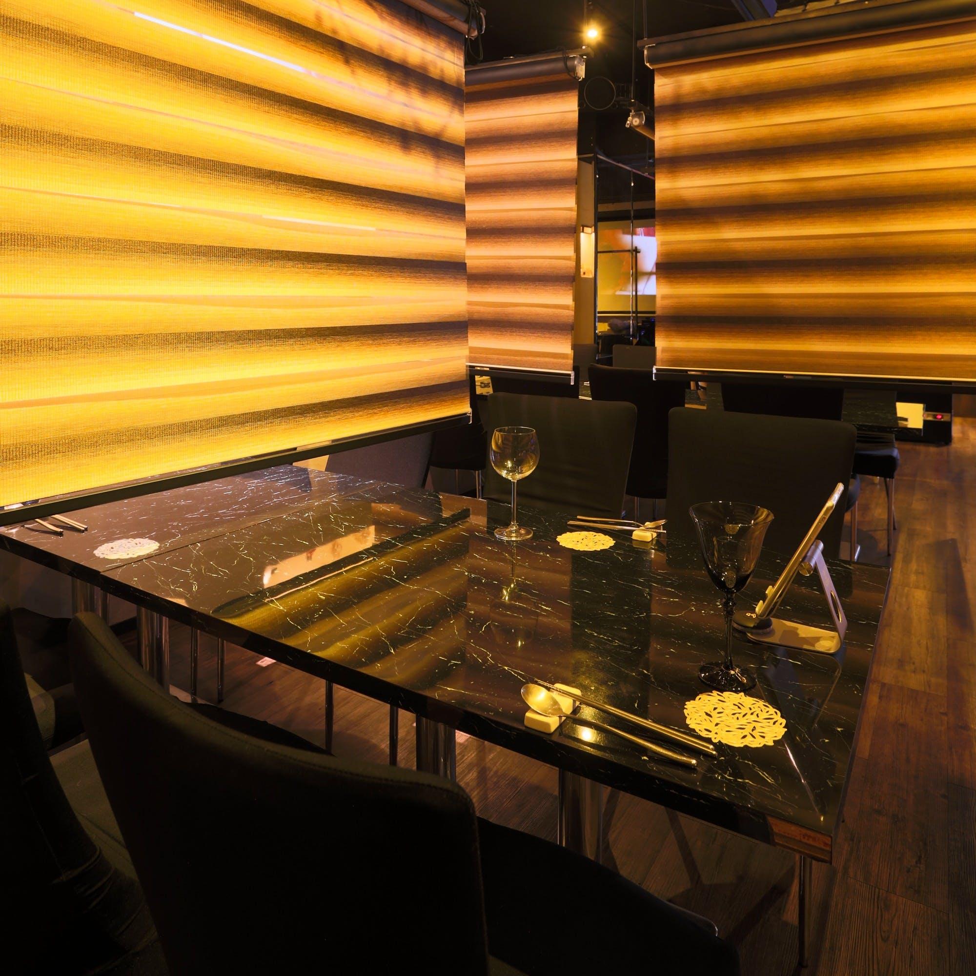 おしゃれでスタイリッシュな空間で本格的韓国料理をご堪能ください