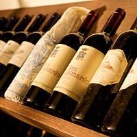イタリアを中心としたワインを常時360種類以上、約1,200本ストック