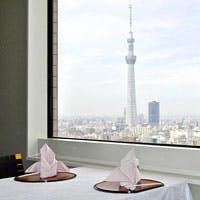 東京スカイツリー(R)のライティングを楽しみながら、旬の味をふんだんに使った会席料理を