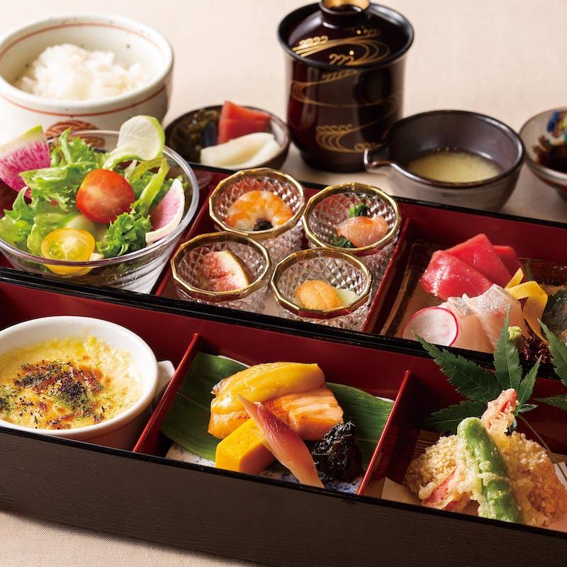 【麗弁当】~女性におすすめのお弁当ランチ+食後の珈琲フリー(平日限定/ホール席)