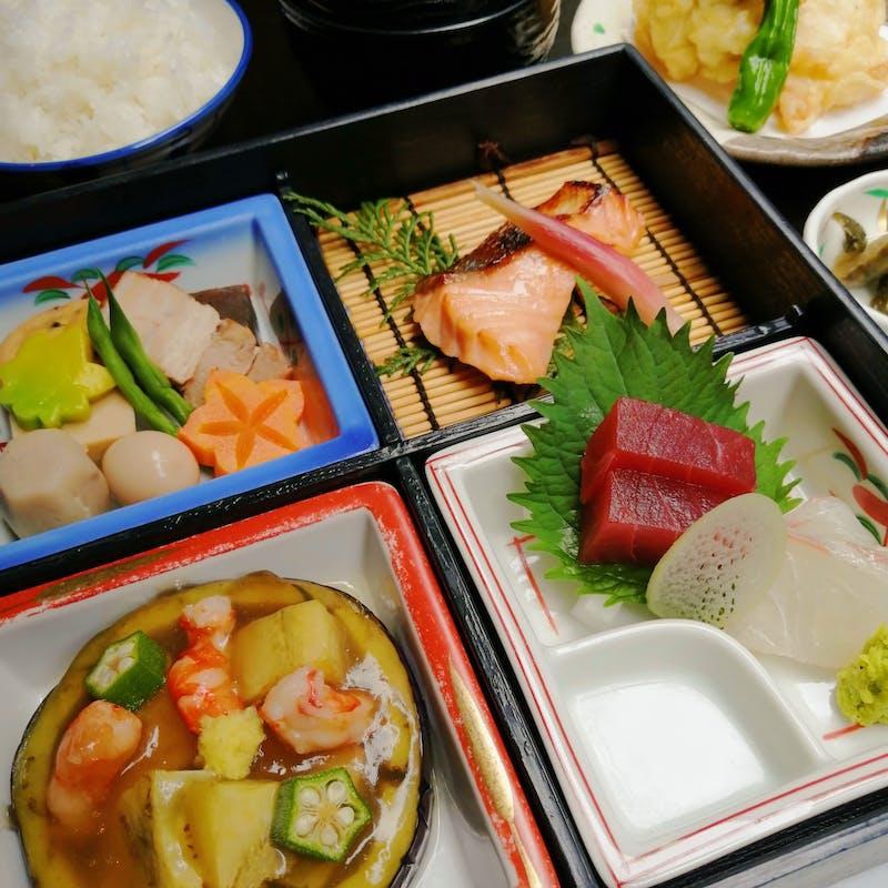 【お昼の2,000円豪華弁当】本格和食を楽しむ全7品の豪華弁当(個室確約)
