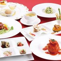 季節の食材から高級食材まで味わえ、独創的な「新中国料理」が楽しめます