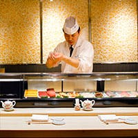 寿司と和食の多彩なメニュー ~活きた寿司を、粋に味わう~