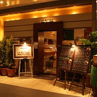 新宿副都心の広く開放的な空間