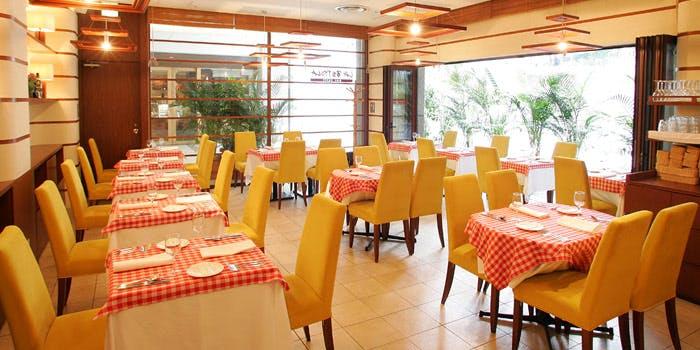 記念日におすすめのレストラン・ラ・ベットラ ペル トゥッティ 新宿本店の写真1