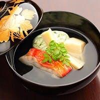 京料理の世界に飛込み30年。数店の京懐石店の料理長を経て、祇園に店を構える
