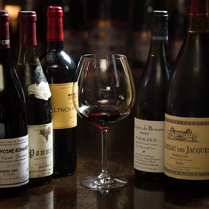 プレミアムなワインをはじめ、100種以上の厳選ワイン