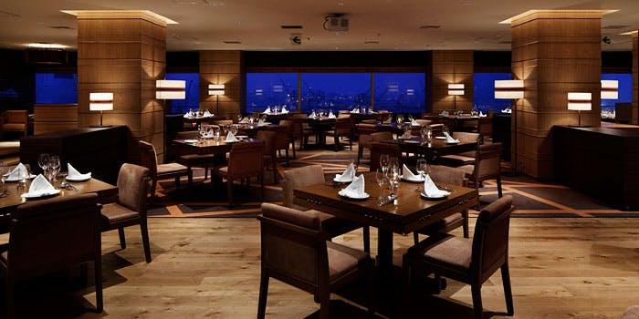 記念日におすすめのレストラン・レストラングリルテーブル ウィズ スカイバー/ホテル クラウンパレス 神戸17階の写真2