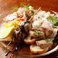 港町ナポリの雰囲気をそのままに…食べて飲んで笑って…ここはもうナポリ